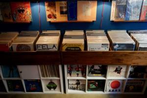 Evrslt disquaire vinyles à Nice bacs