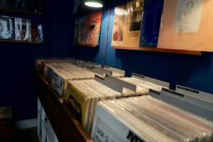 Evrslt disquaire vinyles à Nice bacs à disques