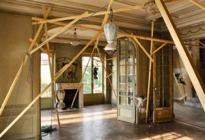 La Maison abandonnée (Villa Cameline) espace d'art contemporain à Nice installation
