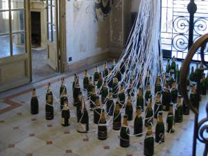 La Maison abandonnée (Villa Cameline) espace d'art contemporain à Nice installation champagne