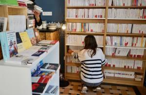 Les Parleuses Café-librairie à Nice rayonnage