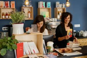 Les Parleuses Café-librairie à Nice anouk et maud