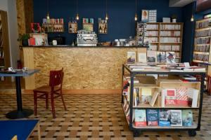 Les Parleuses Café-librairie à Nice intérieur