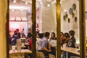 Rosé, la bar à vins spécialisé dans les vins rosés à Nice (salle)