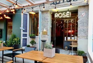 Rosé, la bar à vins spécialisé dans les vins rosés à Nice (Patio)