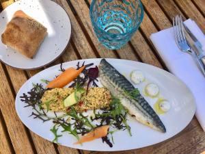 Le Plongeoir, restaurant de cuisine méditerranéenne sur le bord de mer à Nice plats de poisson