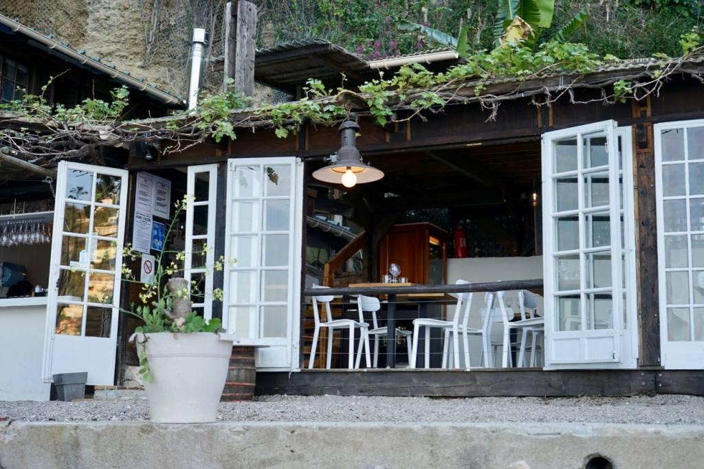 La cabanon, restaurant les pieds dans l'eau sur la plage de buse à Roquebrune Cap Martin
