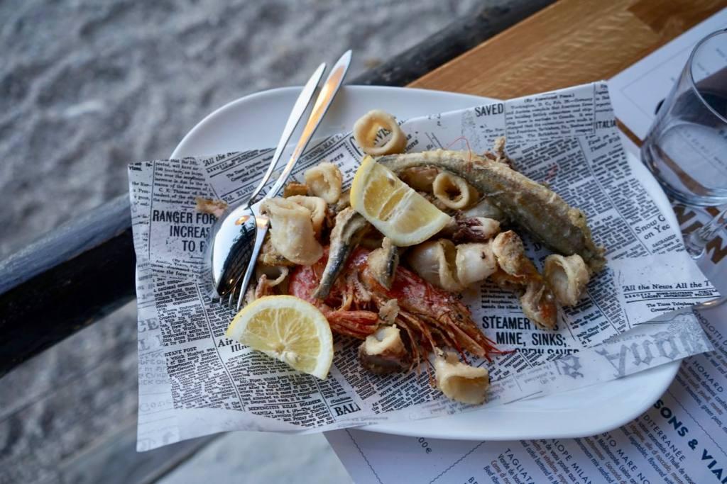 La cabanon, restaurant les pieds dans l'eau sur la plage de buse à Roquebrune Cap Martin (fritures)
