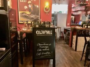 Glouphile, wine cellar and bar in Nice (sign)