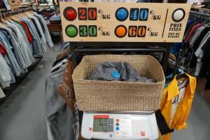 Kilo Shop, friperie dans la gare du Sud à Nice (vêtements au poids)