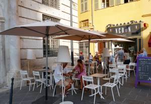 Néron , glaces artisanales à Nice (terrasse)