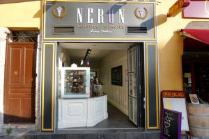 Néron , artisanal ice cream in Nice (frontage)