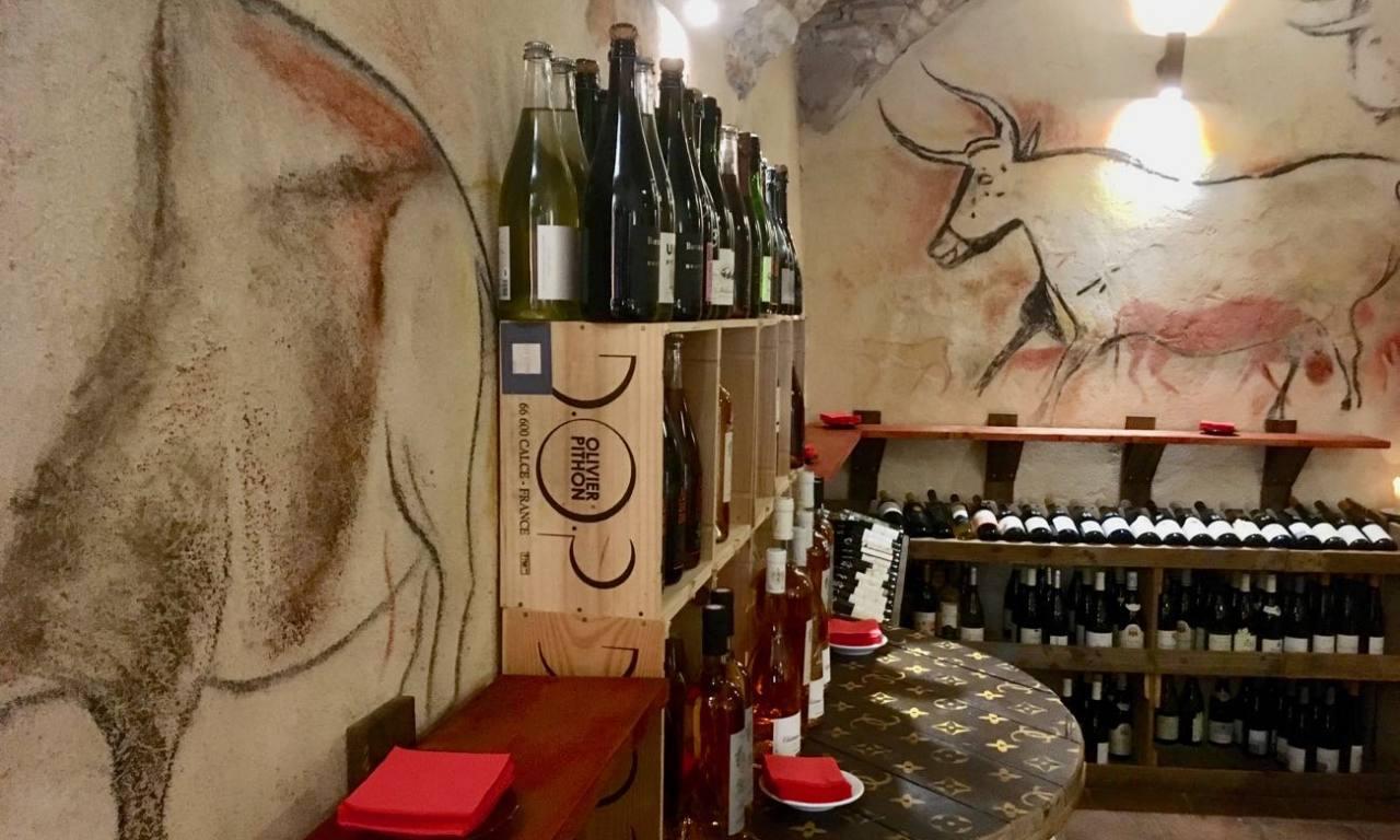 La Cave du Cours, cave er bar à vins dans le Vieux Nice (fresque)