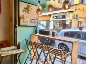 Poké Lov', Hawaiian Bar in Nice (the interior)