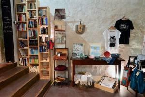 La Briqueterie, book shop, Nice (shelves)