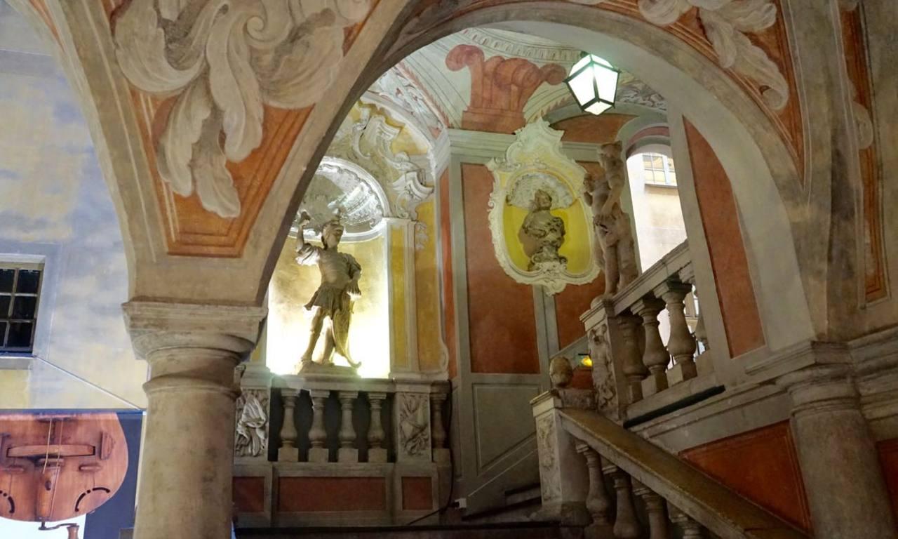 Palais Lascaris, musée baroque dans le Vieux-Nice (Escalier)