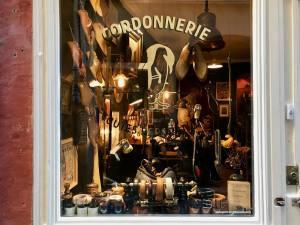 La Cordonnerie du Vieux Nice, réparation et entretien de chaussures (vitrine)