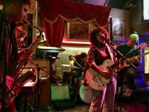Shapko, cafe-concert dans le Vieux-Nice (chanteurse)