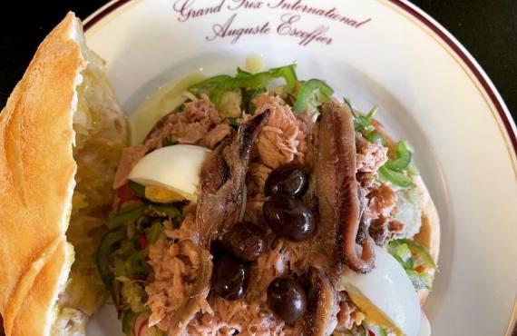 Lou Papet, cuisine nissarde et française à Nice (pan bagnat)