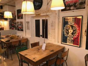 La Boulisterie Club, pop-up boules bar in Nice (tables)
