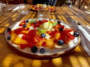 Bocca Nissa, bar à cocktails, restaurant et rooftop sur le Cours Saleya à Nice (salade de fruitrs)
