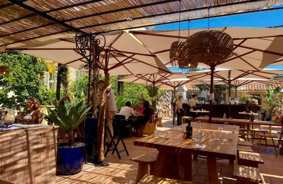 Bocca Nissa, bar à cocktails, restaurant et rooftop sur le Cours Saleya à Nice (canisses)