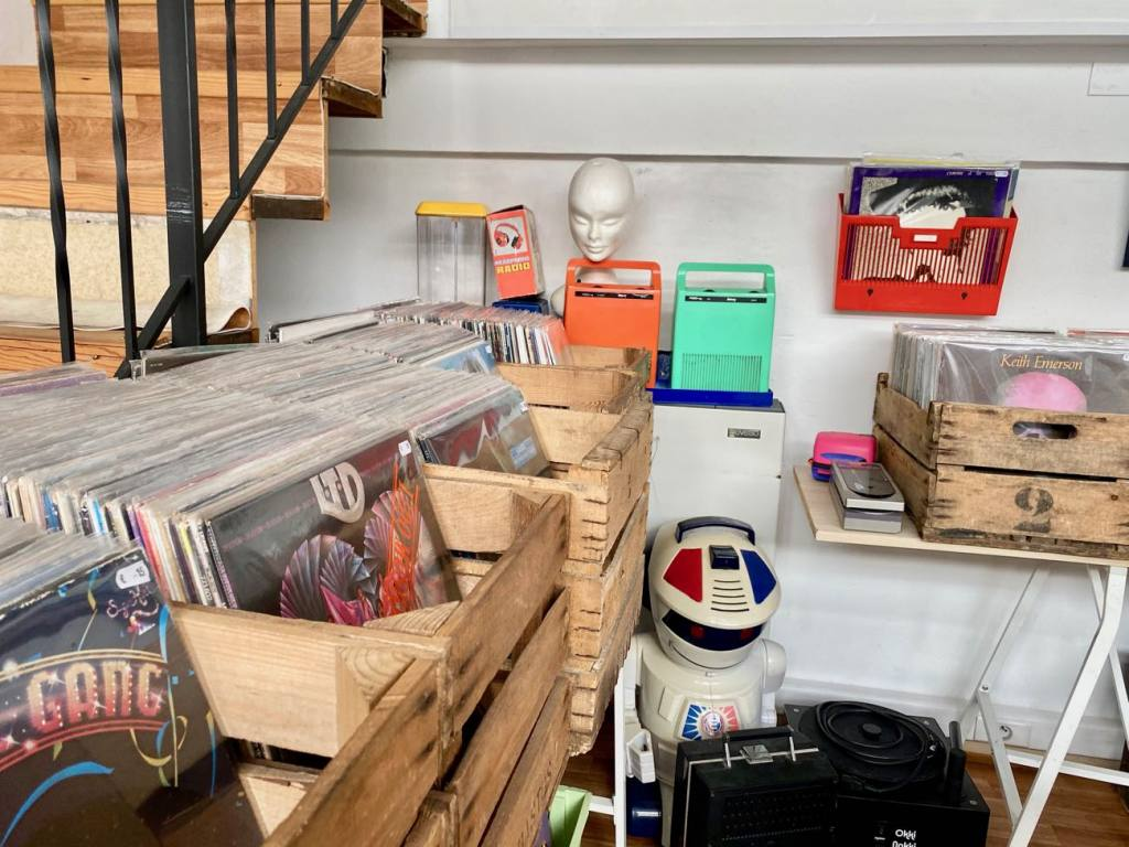 Kosimi, records and thrift store in Nice (objects)