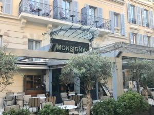 Monsigny Cocktail Bar in Nice (exterior)
