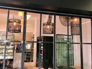 Plume café, restaurant et traiteur dans le quartier de la Californie à Nice (verrière)