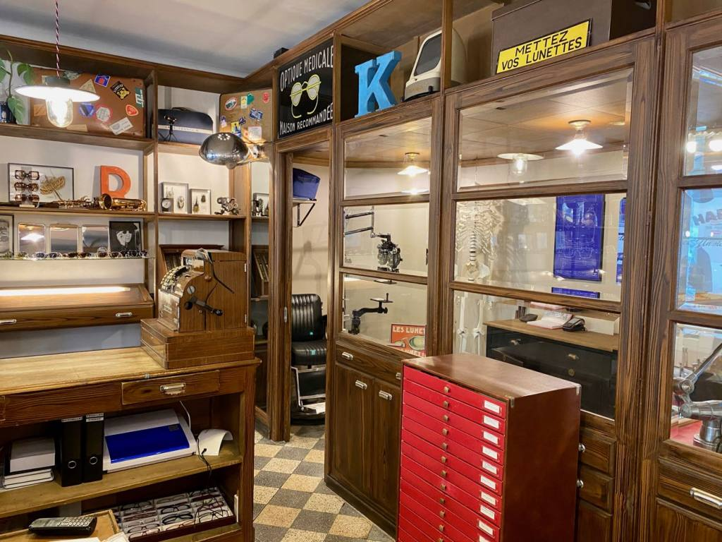 Harrison, optician and vintage glasses in Nice (the displays)