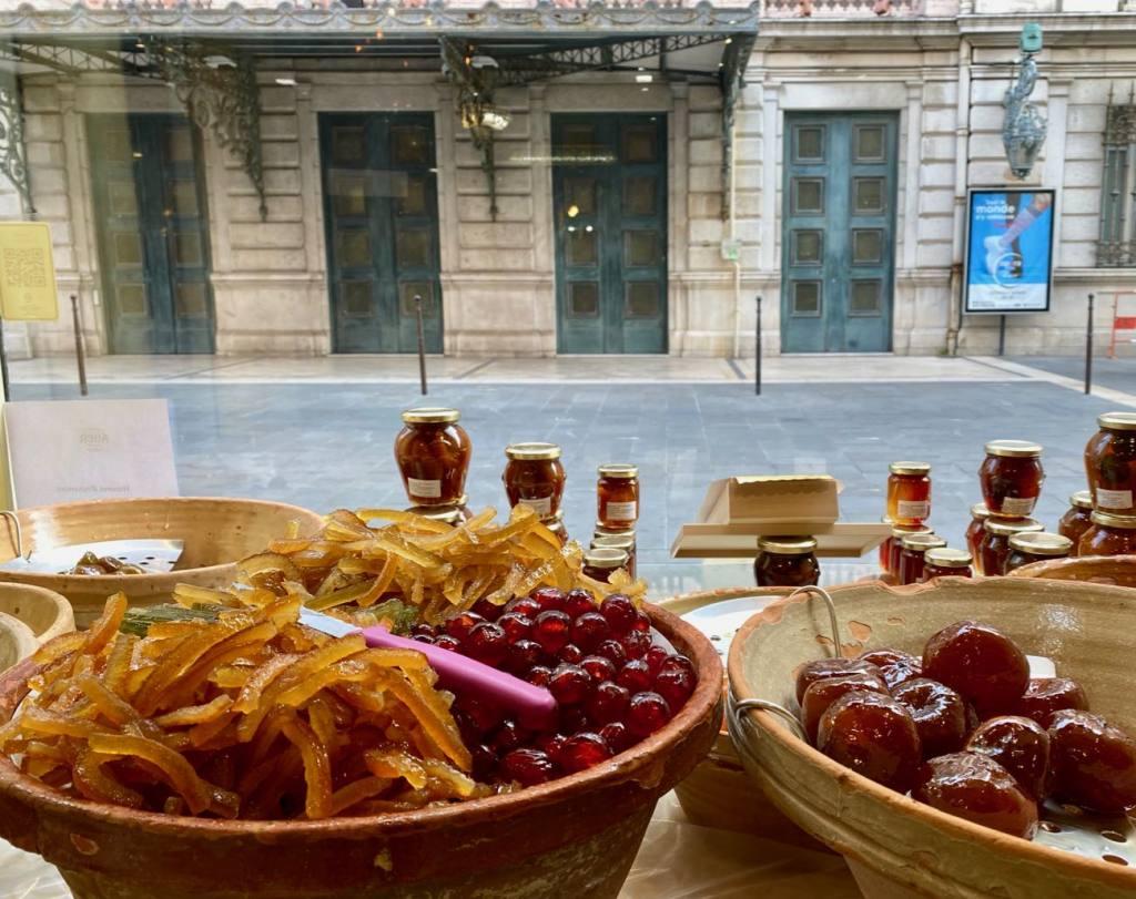 Maison Auer, chocolatier et confiseur à Nice depuis 1820 (confiserie vitrines)