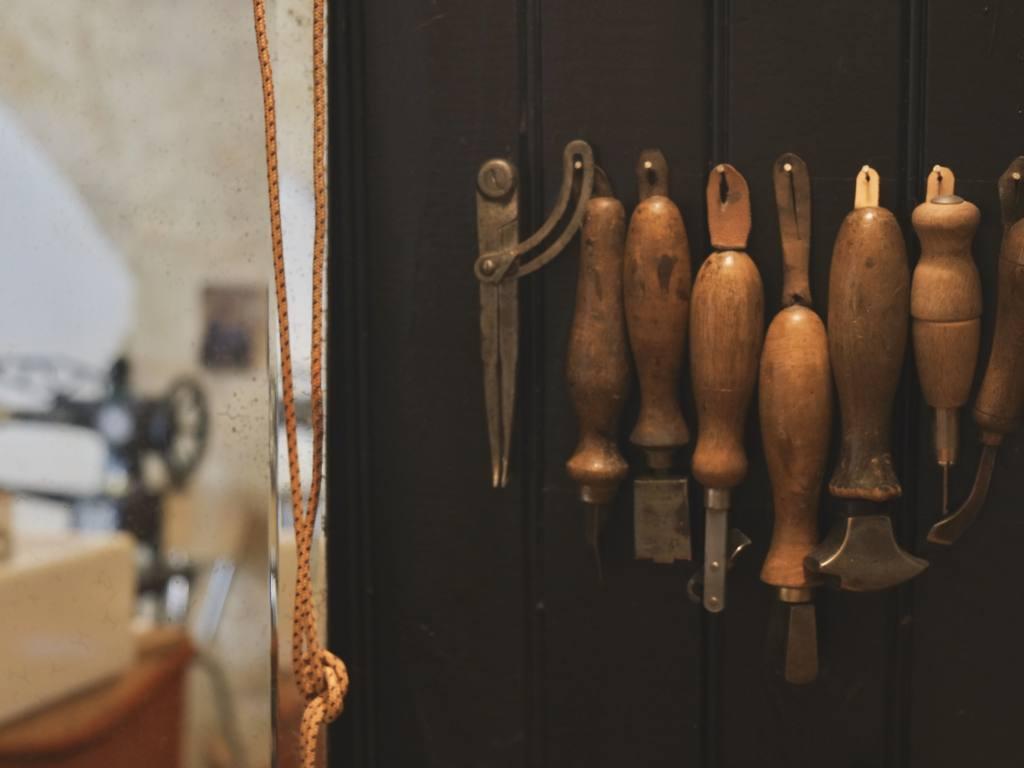 Constance, coordonnière du cuir à Cagnes (artisanat)