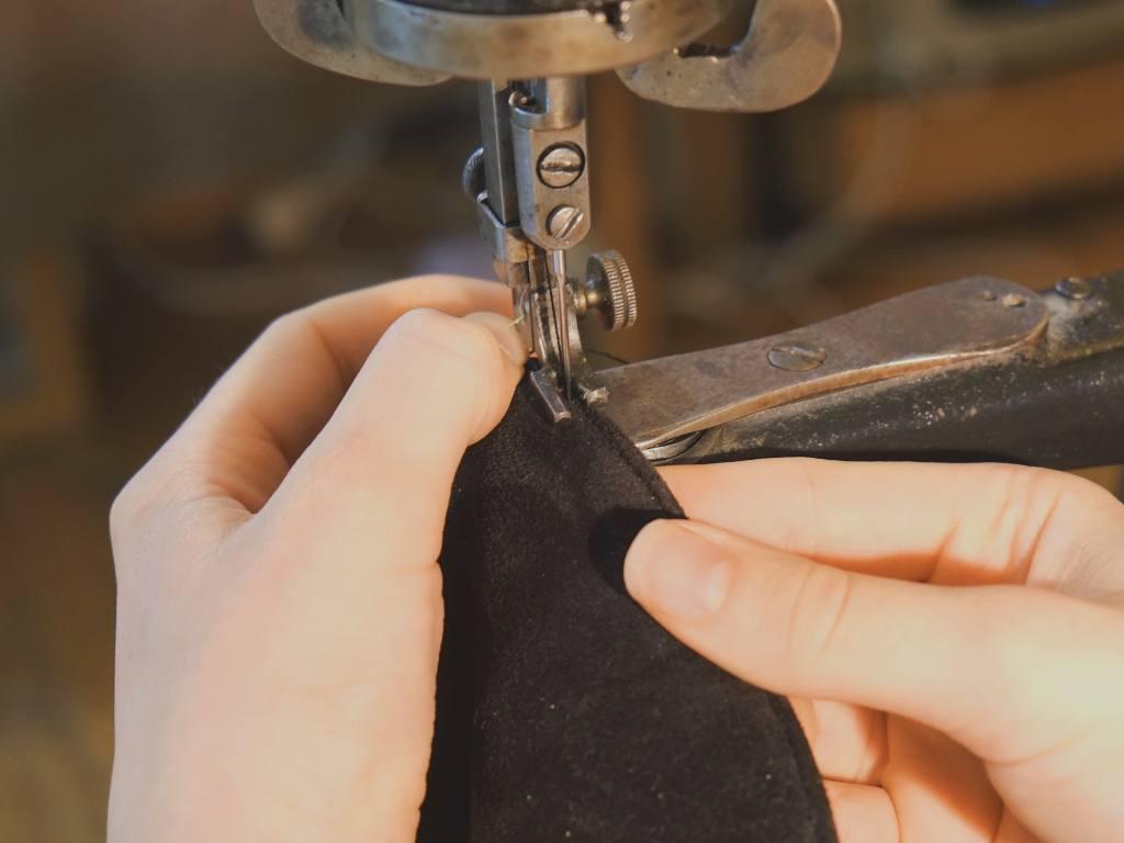 Constance, coordonnière du cuir à Cagnes (couture)