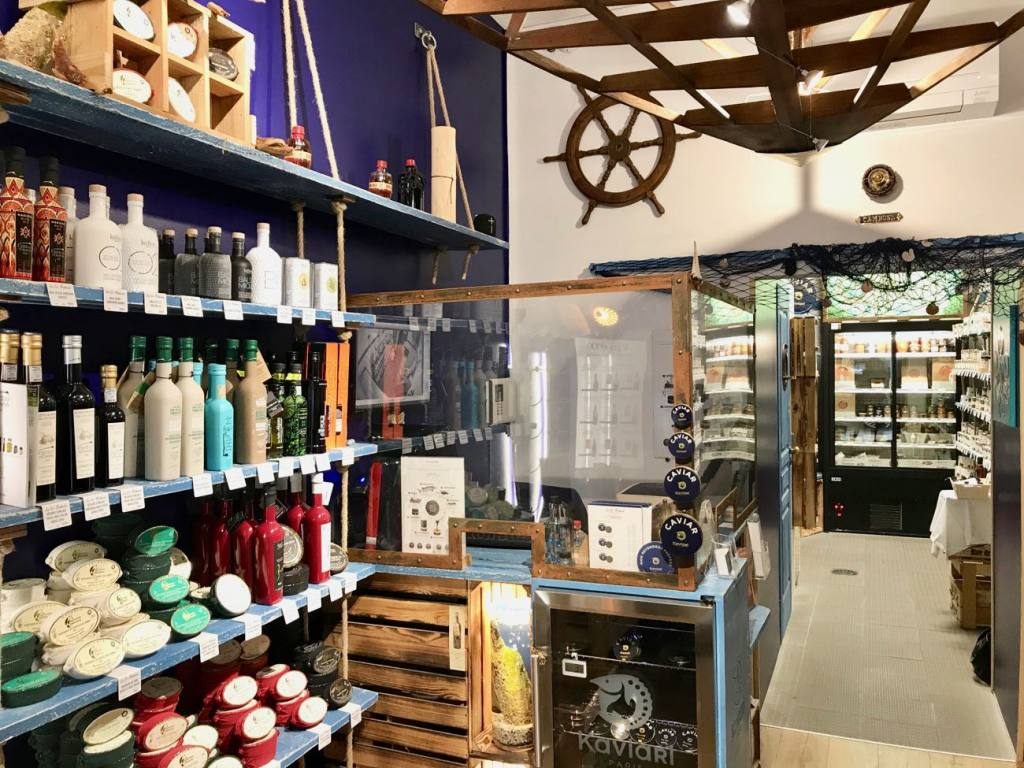 La Fisherie, sea delicatessen, Nice (shelves)