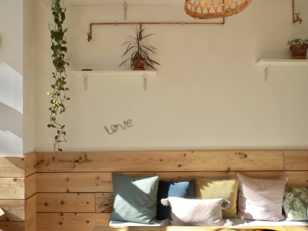 Paper Plane, vegan restaurant in Nice (decoration)