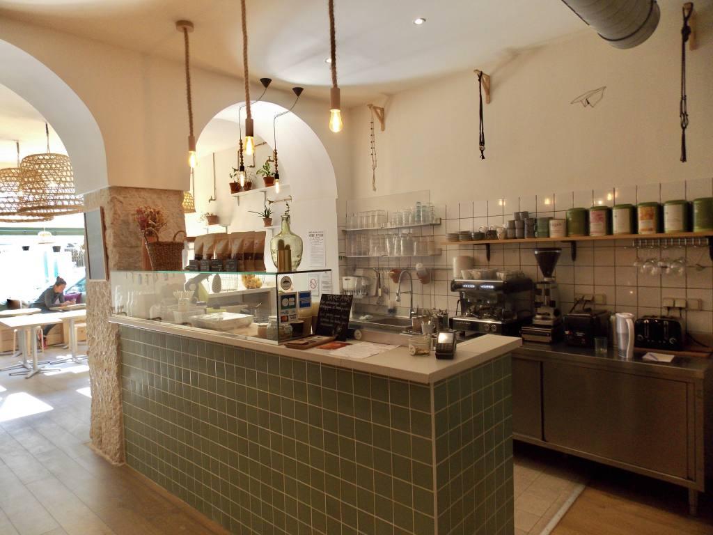 Paper Plane, vegan restaurant in Nice (bar)