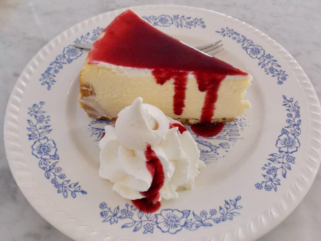 Edmond, Cozy eats & coffee à Nice (cheesecake)