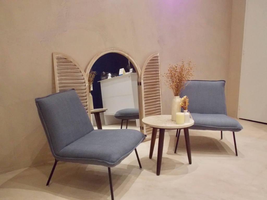 Maison Alef parfumerie à Nice (fauteuils)