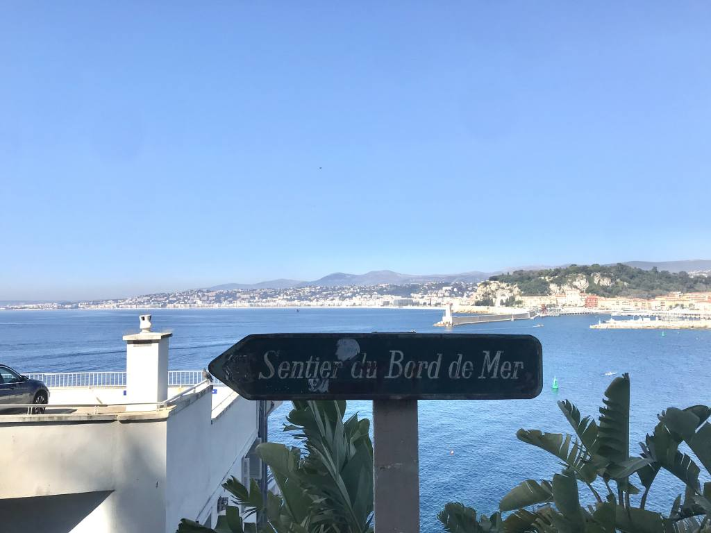 Sentier du Littoral à Nice (mer)