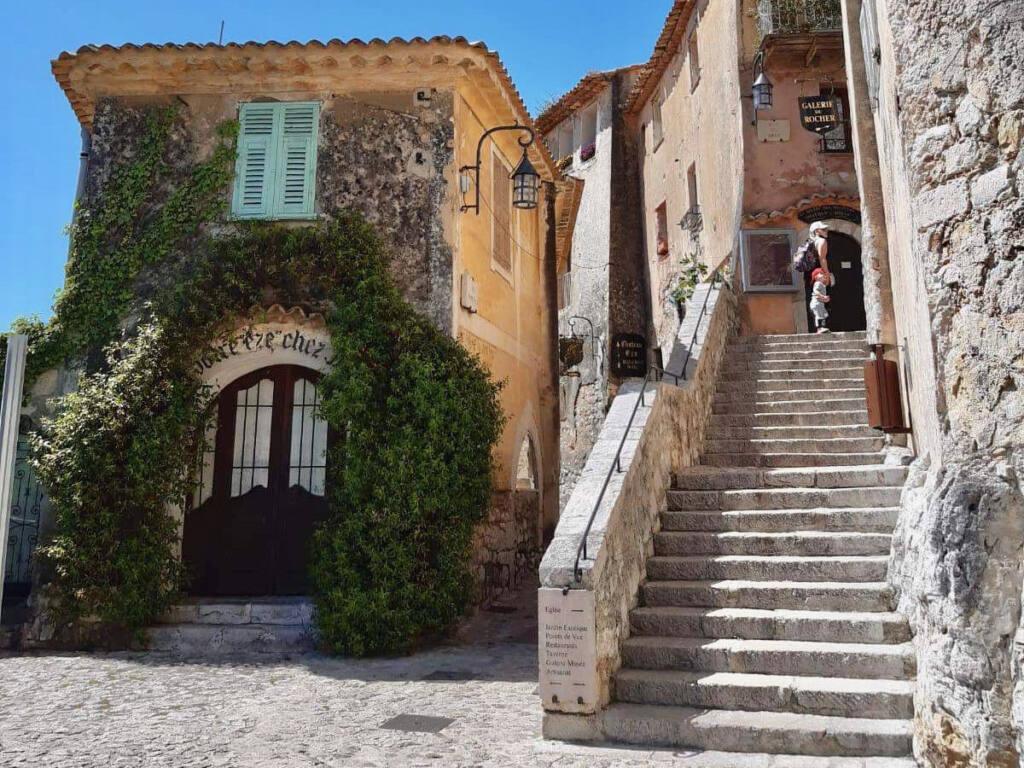 Èze, village médiéval (escaliers)