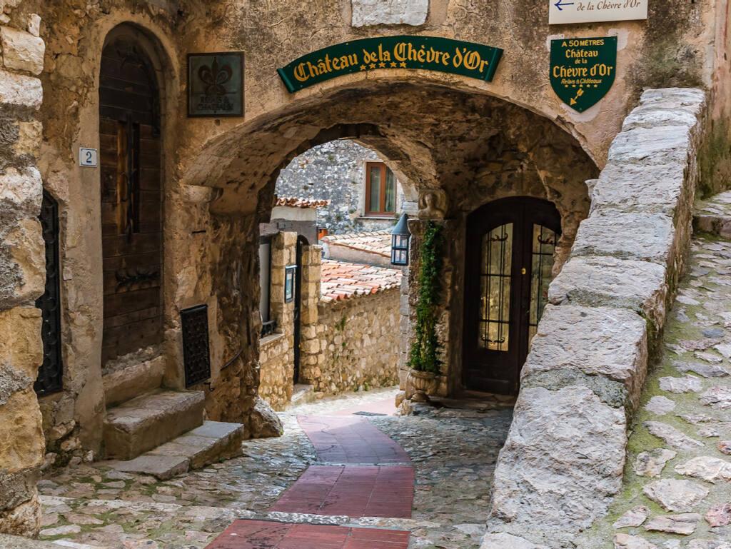 Èze, village médiéval (passage)