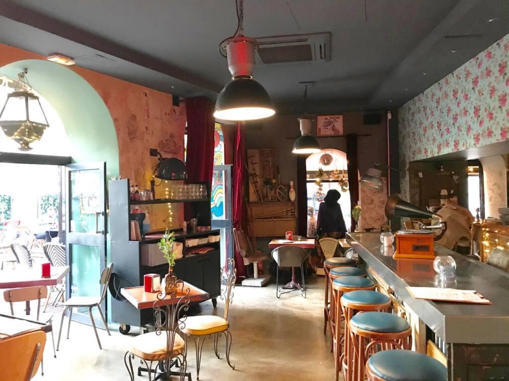 Le cafe des chineurs, tapas bar in Nice, city guide love spots (decoration)