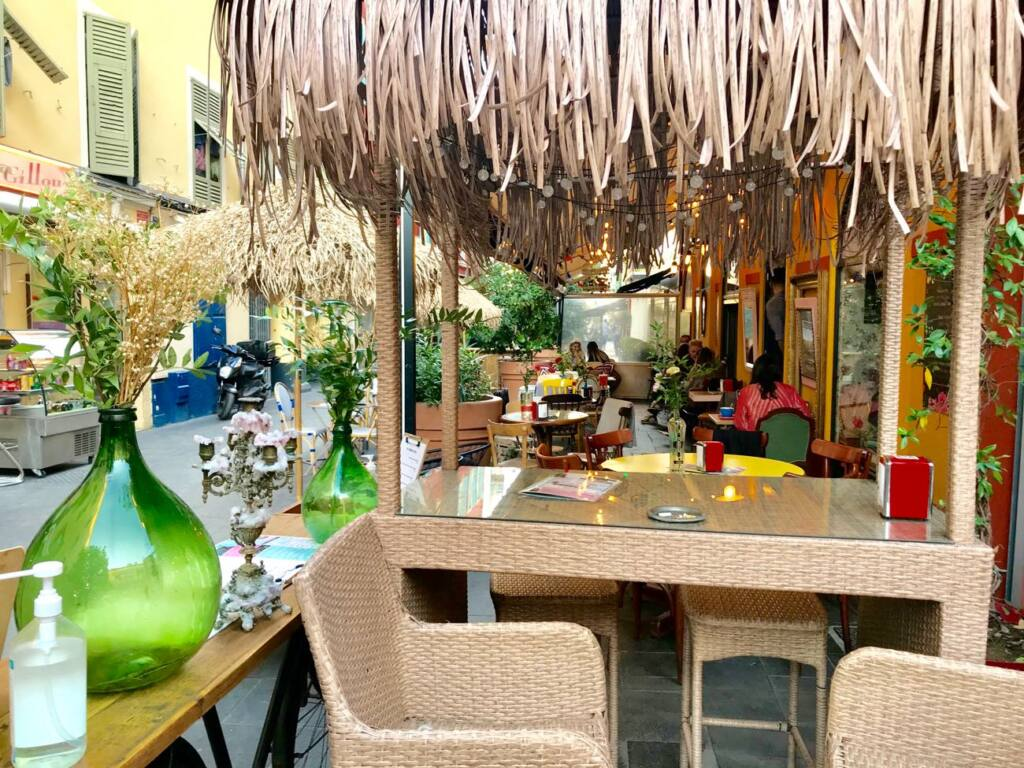 Le cafe des chineurs, tapas bar in Nice, city guide love spots (interior)