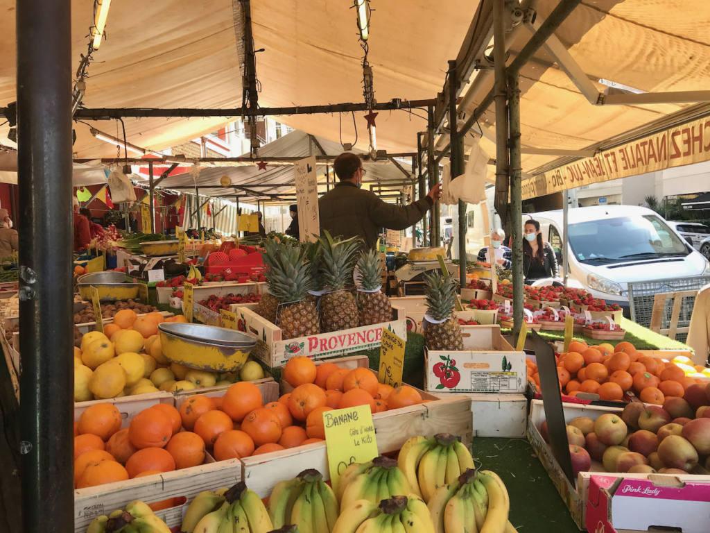 Marché couvert des Docks de la Riviera, Nice (fruits)