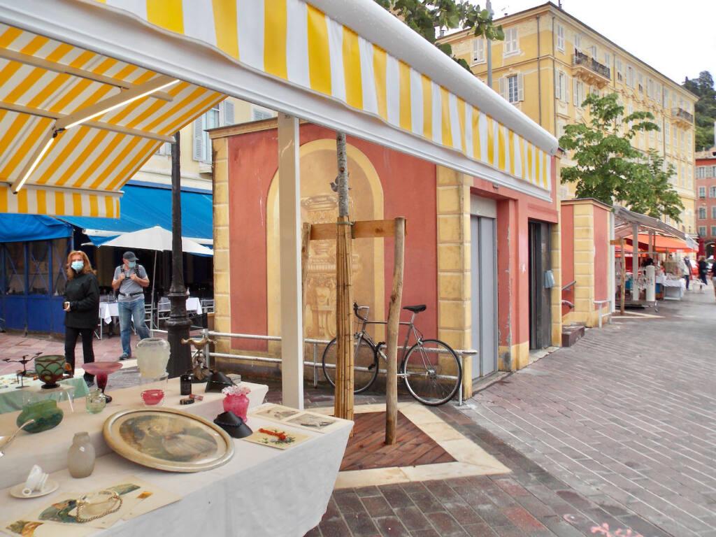 Antiques market in Nice (bike)