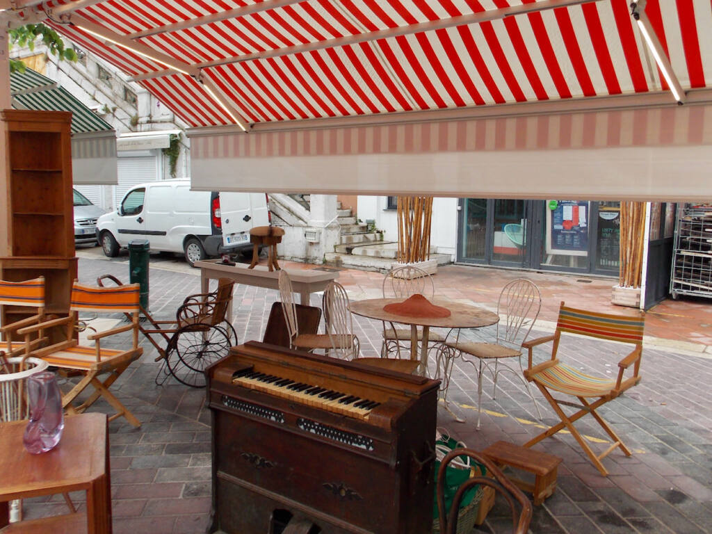 Antiques market in Nice (furniture)