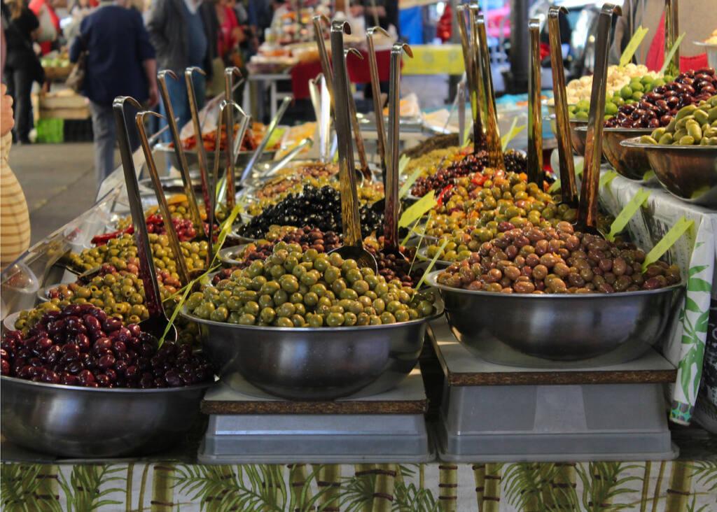 Marché provençal Antibes (olives)