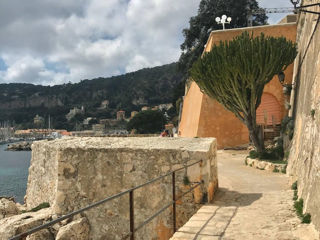 Villefranche-sur-Mer, village maritime (sentier)