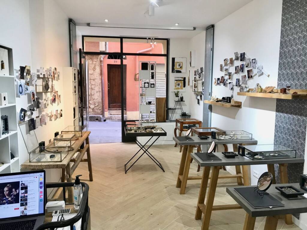 Jewellery creation in Nice, city guide love spots (interior)