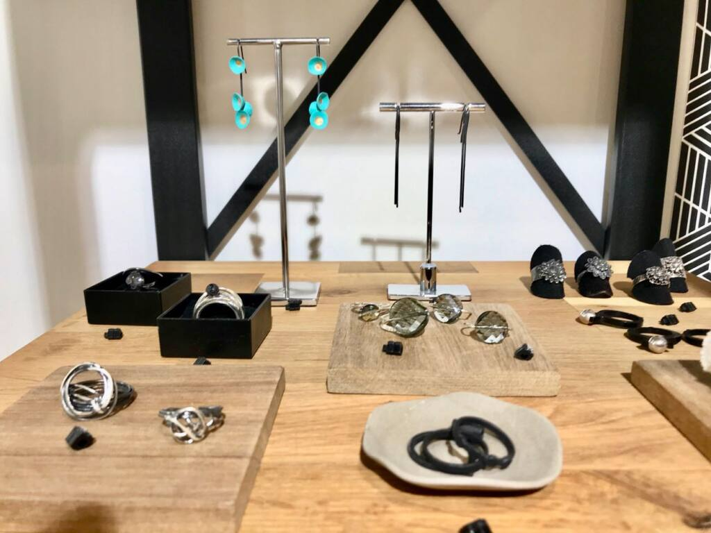 Jewellery creation in Nice, city guide love spots (displays)